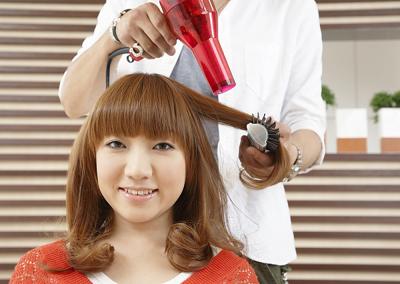 Mẹo hô biến mái tóc mỏng cho bạn gái 1