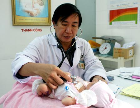 Khi có hiện tượng đó bạn nên cho trẻ đi khám bác sĩ