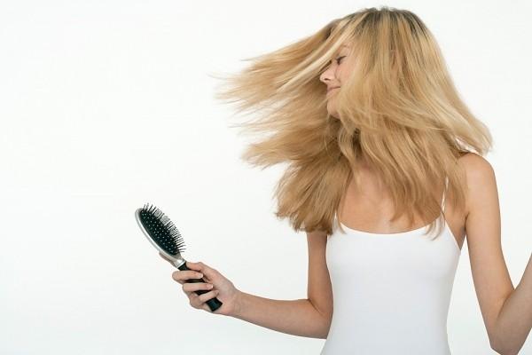 Những điều cần tránh xa khi mái tóc đang ướt 1