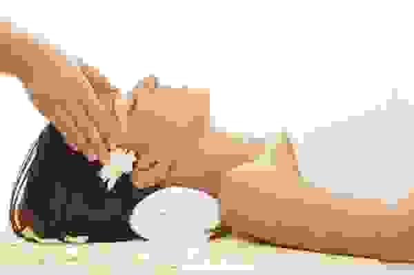 1. Massage tóc- biện pháp chăm sóc tóc tuyệt vời 1