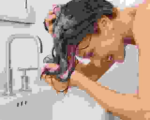 Mẹo gội đầu hạn chế rụng tóc 1