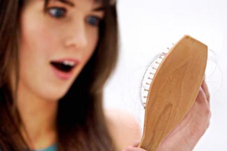 Khắc phục chứng tóc rụng tóc bết 1