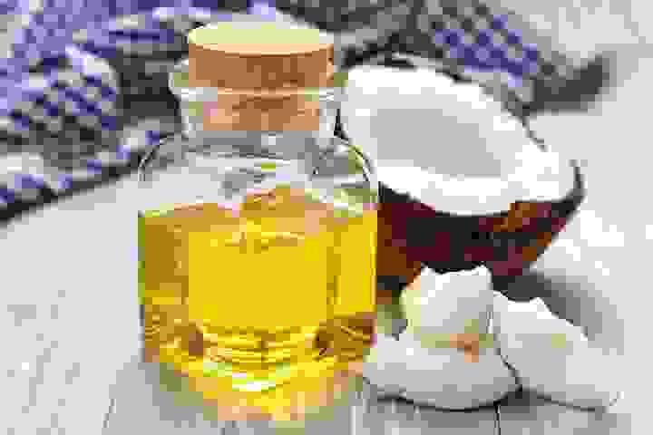1. Sử dụng dầu dừa 1