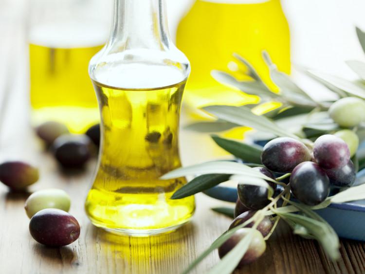6 cách sử dụng dầu oliu dưỡng tóc nhanh dài cực kì hiệu quả